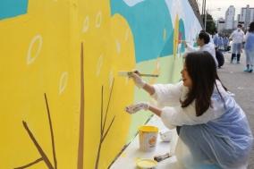 동아쏘시오그룹, 거리 벽화 그리기 봉사활동 실시