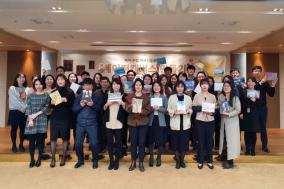 유한양행, 폐지 줍는 어르신 돕는 페이퍼캔버스 제작 기부