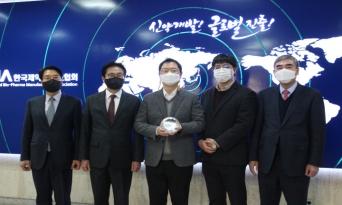 제약바이오협, 일동제약 윤웅섭 대표에 감사패 전달
