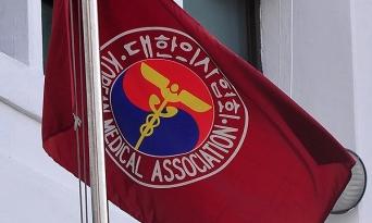 의협, 정부에 코로나19 백신 주사 논란 관련 입장 표명 요구